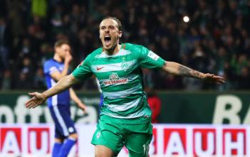 BREMEN, GERMANY - APRIL 04: Max Kruse of Werder Bremen celebrates after scoring the second goal during the Bundesliga match between Werder Bremen and FC Schalke 04 at Weserstadion on April 4, 2017 in Bremen, Germany.