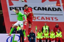 Bayern Munich's Spanish midfielder Javier Martinez (R) vies with Wolfsburg's defender Jannes Horn during the German first division Bundesliga football match between VfL Wolfsburg and Bayern Munich on April 29, 2017 in Wolfsburg, northern Germany.