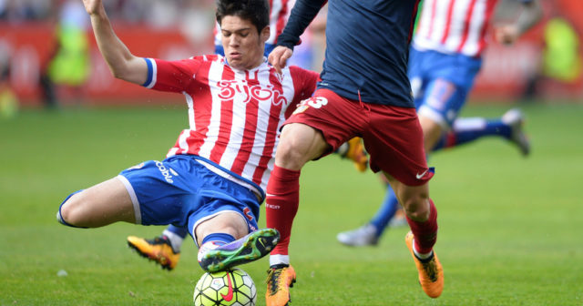 Atletico Madrid's Argentinian forward Luciano Vietto (R) vies with Sporting Gijon's defender Jorge Mere during the Spanish league football match Real Sporting de Gijon vs Club Atletico de Madrid at El Molinon stadium in Gijon on March 19, 2016. / AFP / MIGUEL RIOPA (Photo credit should read MIGUEL RIOPA/AFP/Getty Images)