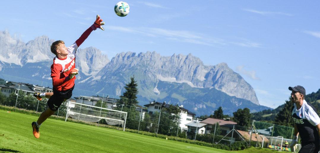 Brady Scott mit Alexander Bade bei einer Übung im Trainingslager in Kitzbühel. Österreich.