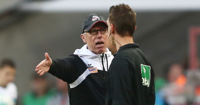 COLOGNE, GERMANY - SEPTEMBER 20: Peter Stoeger, coach of Koeln, argues with the fourth official Christian Bandurski during the Bundesliga match between 1. FC Koeln and Eintracht Frankfurt at RheinEnergieStadion on September 20, 2017 in Cologne, Germany. (Photo by Christof Koepsel/Bongarts/Getty Images)
