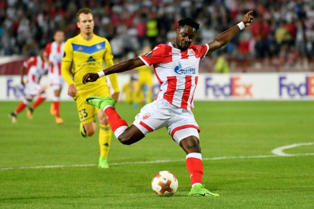 Crvena Zvezda's forward Richmond Boakye (R) shoots the ball past Bate's defender Denis Polyakov during the UEFA Europa League match between FK Crvena Zvezda Beograd and Bate Borisov at the Rajko Mitic stadium in Belgrade on September 14, 2017. / AFP PHOTO / ANDREJ ISAKOVIC (Photo credit should read ANDREJ ISAKOVIC/AFP/Getty Images)