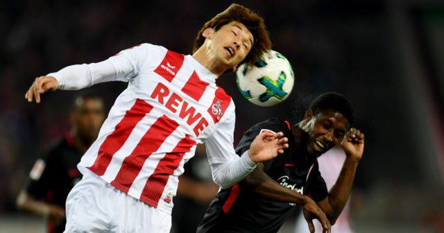 Cologne's Japanese striker Yuya Osako and Frankfurt´s midfielder Taleb Tawatha vie for the ball during the German First division Bundesliga football match 1.FC Cologne vs Eintracht Frankfurt in Cologne, western Germany, on September 20, 2017. / AFP PHOTO / PATRIK STOLLARZ (Photo credit should read PATRIK STOLLARZ/AFP/Getty Images)