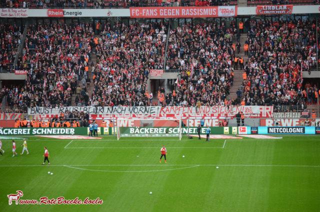 """Banner Südkurve 1. FC Köln """"Brust raus! Blick nach vorne! Kämpfen und siegen!"""""""